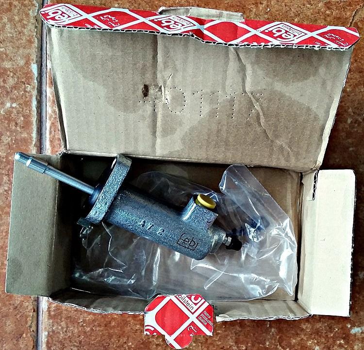 Продам к Мерседесу термостат, цилиндр сцепления, тормозные колодки (4)