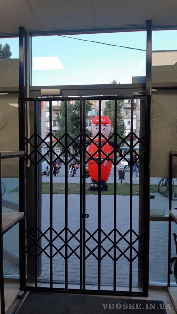Решетки раздвижные гармошка для дверей,окон,витрин Одесса (4)