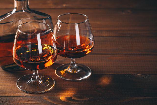 Коньяк на разлив виски водка чача заводского качества!