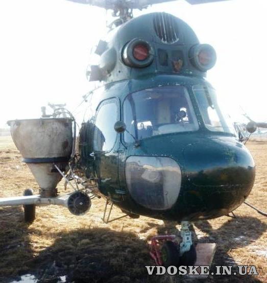 Розкидання селітри вертольотом гвинтокрилом