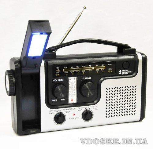 Радиоприемник на солнечных батареях с фонарем и сиреной