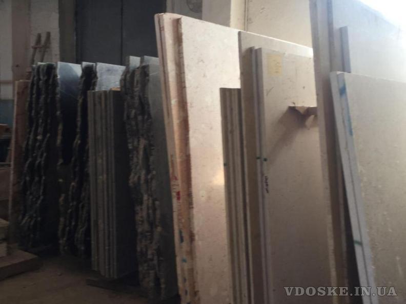 Мрамор неотразимый в крытом хранилище. Стоимость наиболее низкая в Украине