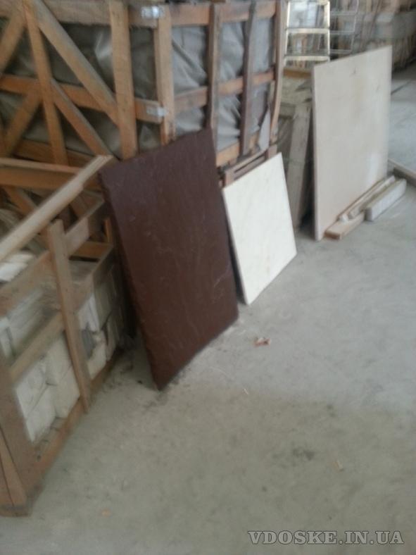 Мрамор и оникс просто загляденье в складе у нас. Слябы и плитка в разных размерах.