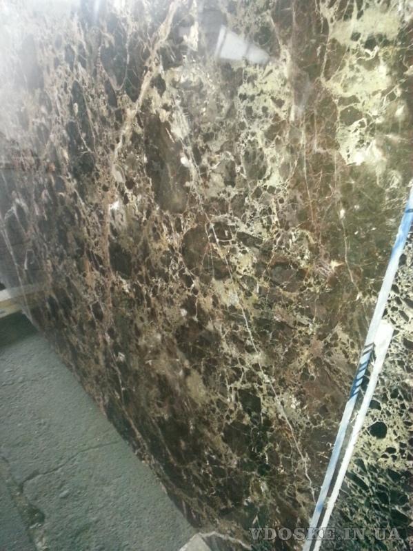 Особомелкозернистые полированные слэбы мрамора и оникса в складе в Киеве. Распродается 2850 кв.м.