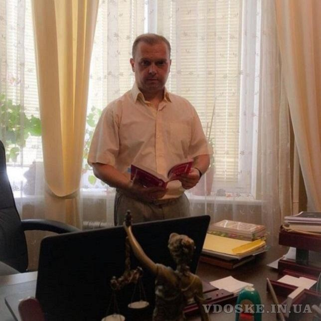 Помощь адвоката в суде Киев.